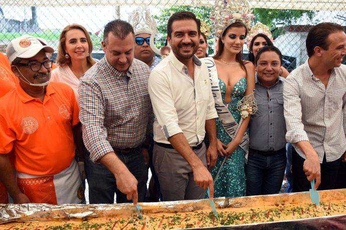 Más de 5 mil personas disfrutan el tradicional filete de pescado en