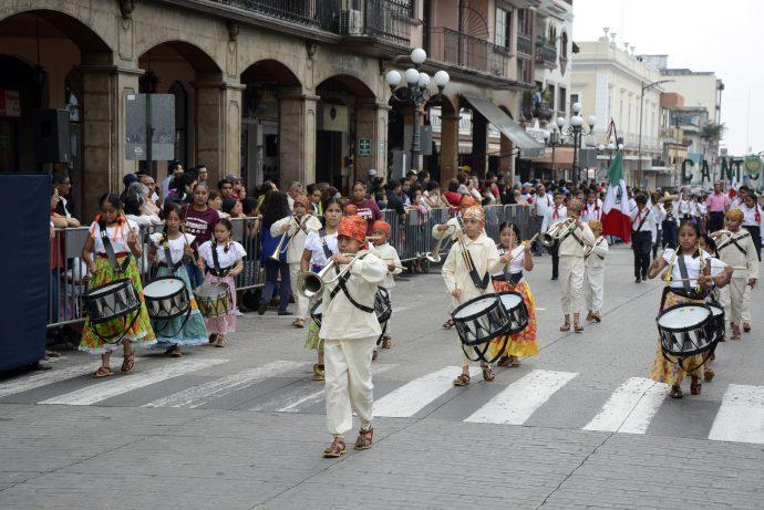 Participarán en Córdoba 1500 alumnos en desfile de la Revolución