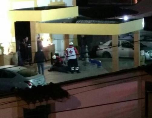 Comando irrumpe en bar capitalino; 2 muertos