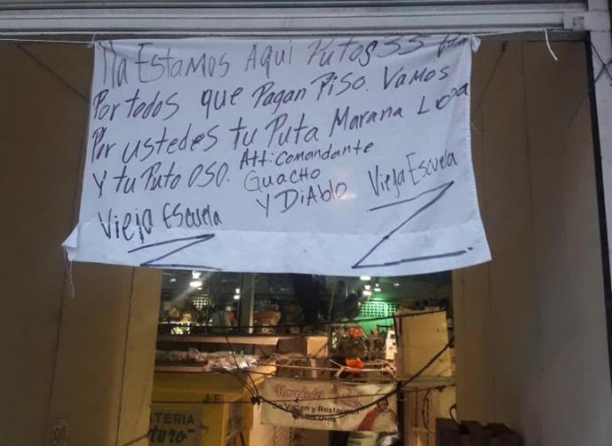 Resultado de imagen para Colocan narcomantas en el mercado Jáuregui y puentes peatonales de Xalapa