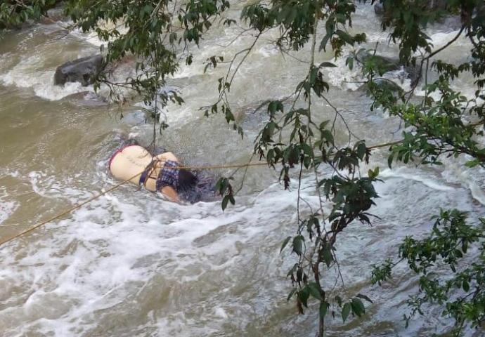 Hallan cuerpo de mujer en arroyo de aguas negras de colonia Rafael Hernández en Xalapa Captura-de-pantalla-2018-08-30-a-las-12.05.30-690x480