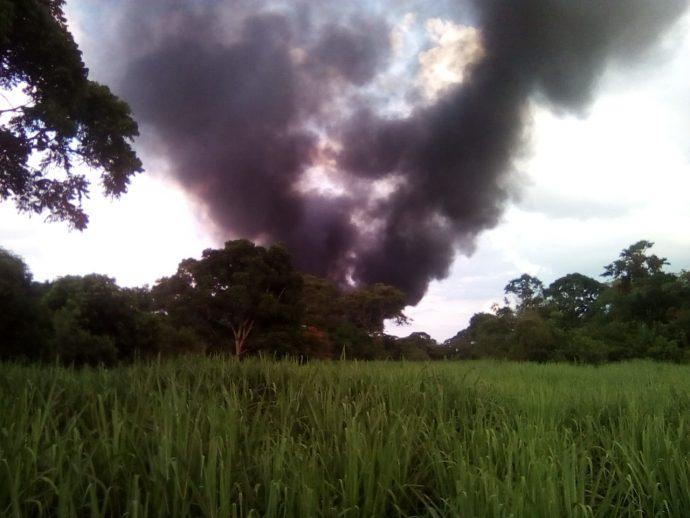 Explosión por robo de combustible en Cuichapa deja ocho personas quemadas y 14 carros calcinados Queadas-690x518