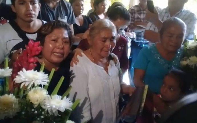 """""""¡Quiero justicia!"""": exige madre de joven quemado por turba en Puebla Madre-del-joven-linchado-690x431"""