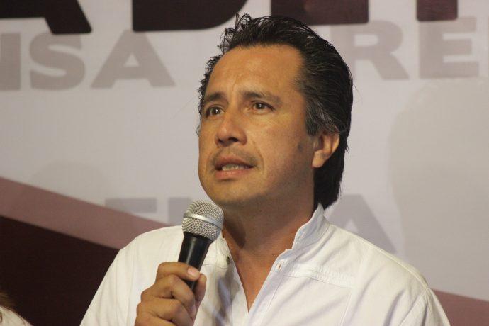 Cuitláhuac solicita al Congreso quitarle dos helicópteros y terrenos al fiscal Winckler Pobre-690x460
