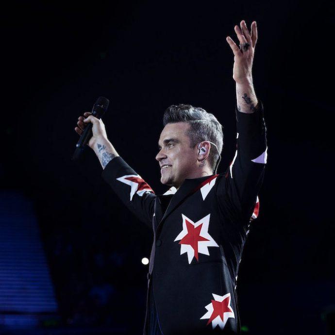 Por temor a los aliens, Robbie Williams contrata guaruras