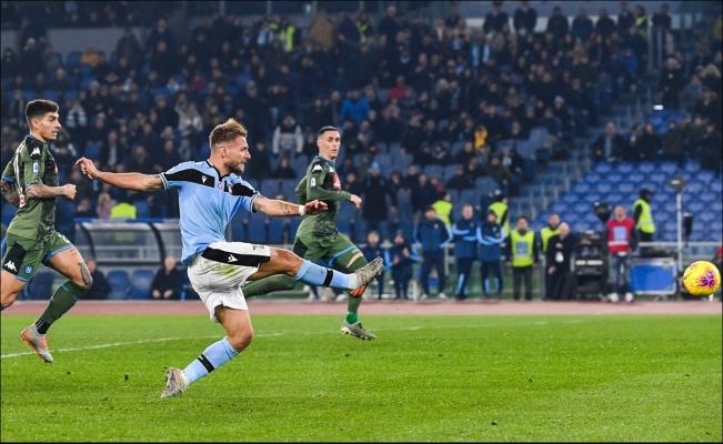 'Chucky' Lozano, otra vez suplente en derrota del Napoli ante Lazio